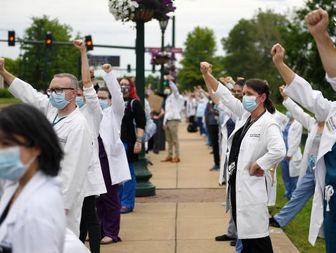 پیوستن کادر درمانی آمریکا به معترضان ضد نژادپرستی + تصاویر
