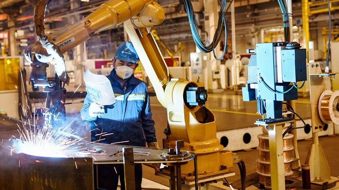 بازگشت کارخانههای جهان به مدار رشد و تولید