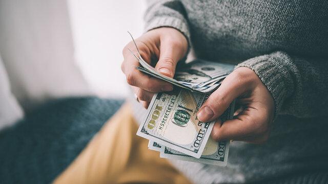 خانی: بازار ارز کنترل شود