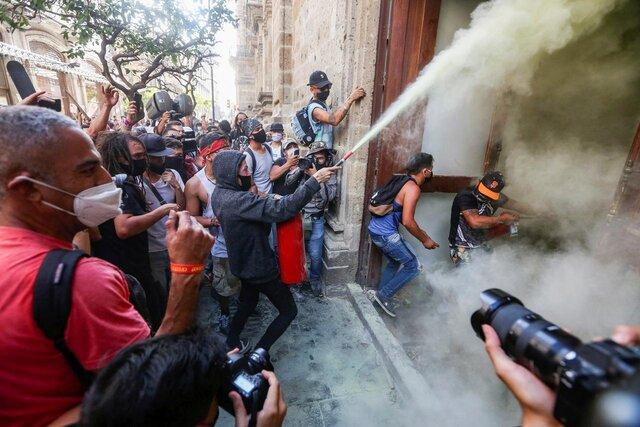 عذرخواهی فرماندار مکزیکی بابت رفتار پلیس با معترضان