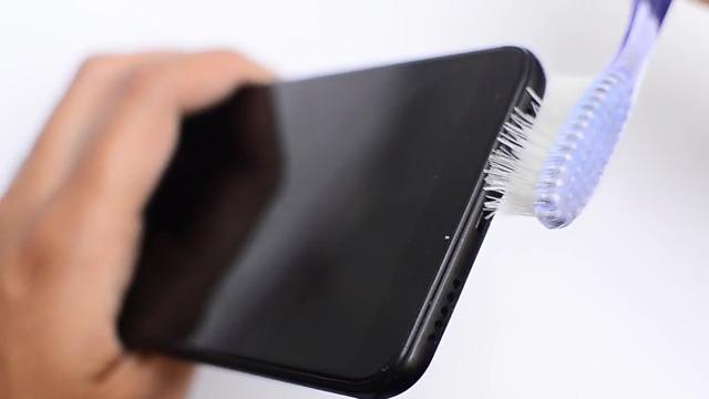 چگونه اسپیکر گوشی خود را تمیز کنیم؟