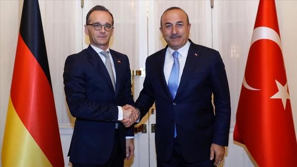مولود چاووشاوغلو: فرانسه باید از ترکیه عذرخواهی کند/  هایکو ماس: خواستار توقف ارسال سلاح به سوریه هستیم