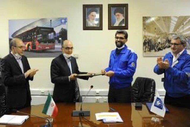 بانک تجارت و ایران خودرو تفاهمنامه همکاری امضا کردند
