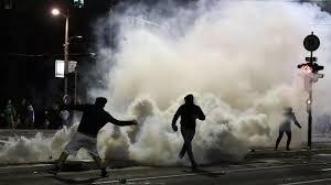 حمله معترضان صربستانی به پارلمان پس از اعلام محدودیتهای کرونایی