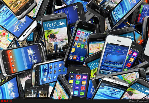 ممنوعیت واردات گوشی موبایل بالاتر از ۳۰۰ یورو لغو شد/ واردات مسافری پا برجاست
