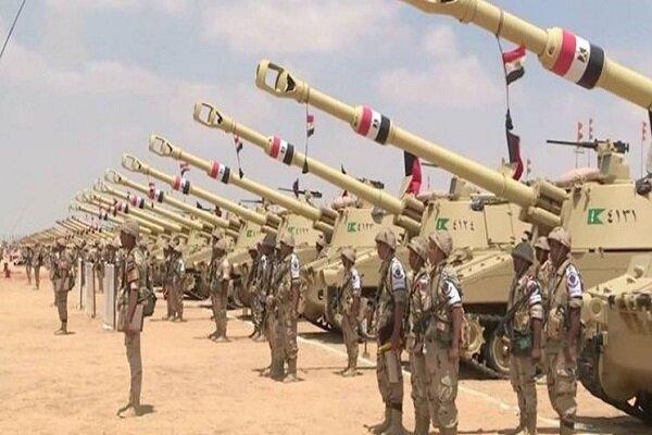 ارتش مصر در مرز خود با لیبی رزمایش نظامی برگزاری میکند