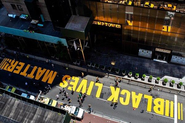 شعار «جان سیاهپوست ارزش دارد»کف خیابان مشرف به برج ترامپ نقش بست