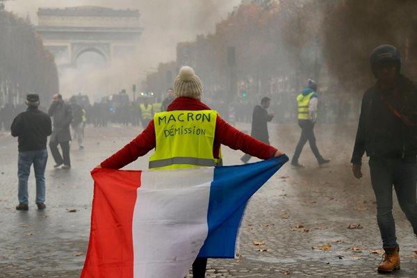 برگزاری تظاهرات ضد دولتی در پاریس همزمان با روز ملی فرانسه