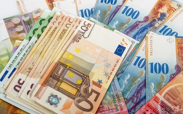 نرخ رسمی یورو و پوند افزایش یافت/قیمت دلار ثابت ماند