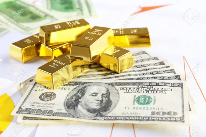 کاهش ارزش دلار و گران شدن طلا