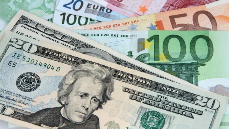 نرخ دلار در آستانه ورود به کانال 23000 تومان/نرخ رسمی یورو و پوند افزایش یافت