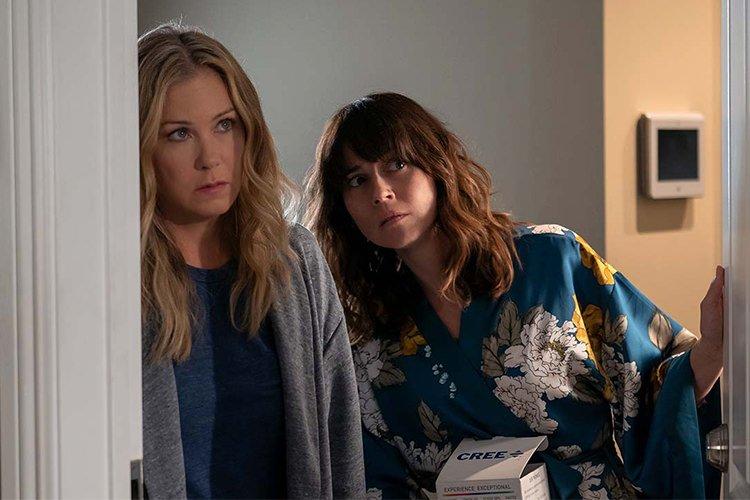 سریال Dead to Me برای فصل سوم و پایانی تمدید شد