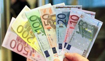 قیمت یورو امروز سه شنبه ۹۹/۰۵/۱۴ | یورو در بازار آزاد ثابت ماند / صرافی ملی قیمت یورو را ۳۰۰ تومان بالا برد