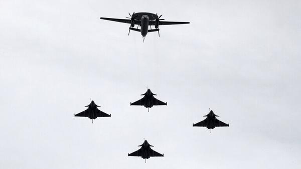 حضور جنگندههای چینی در آسمان تایوان همزمان با سفر وزیر سلامت آمریکا