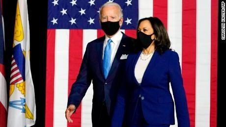 بایدن و هریس اسناد پذیرش نامزدی حزب دموکرات را امضا کردند