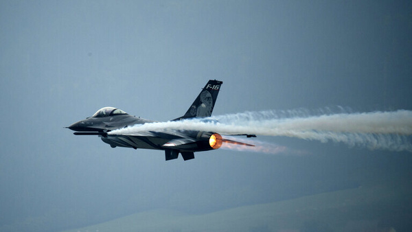 آمریکا جنگندههای اف-۱۶ به تایوان میفروشد