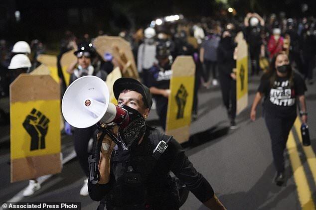 تشدید اعتراضات در پورتلند بعد از بازداشت زن فعال مبارزه با نژادپرستی