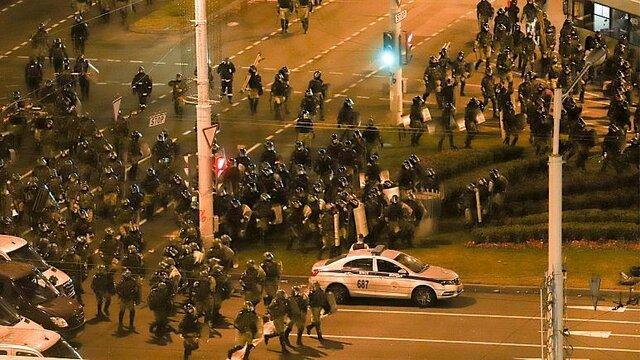 چهارمین شب اعتراضات هزاران نفری در بلاروس علیه نتایج انتخابات
