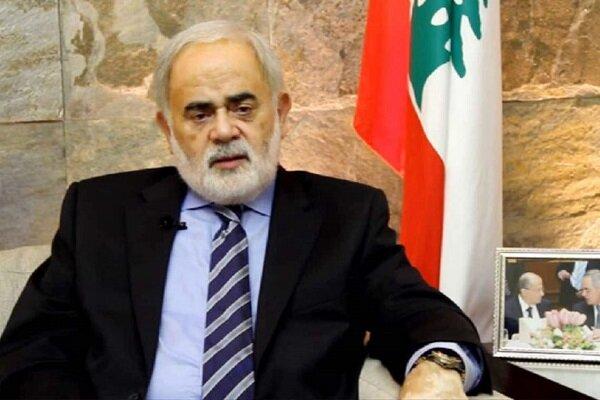 ملت لبنان مقابل انفجار بیروت در یک صف ایستاد