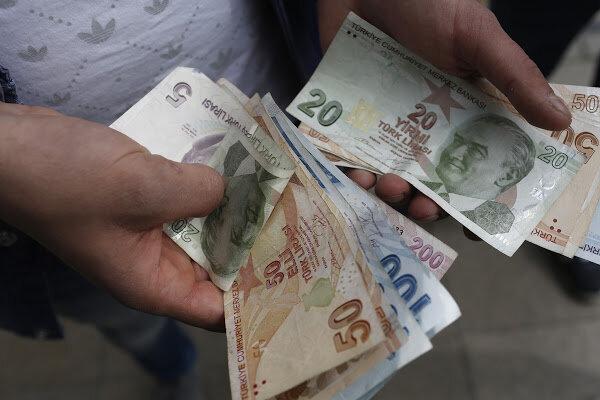 لیر ترکیه با سقوطی شدید به پایینترین سطح خود در برابر دلار رسید