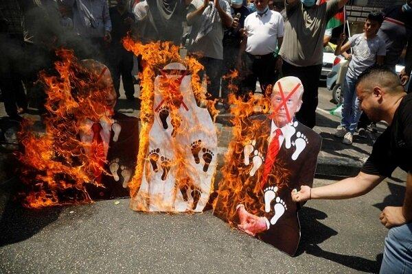 عکس های ترامپ، بن زاید و نتانیاهو به آتش کشیده شد