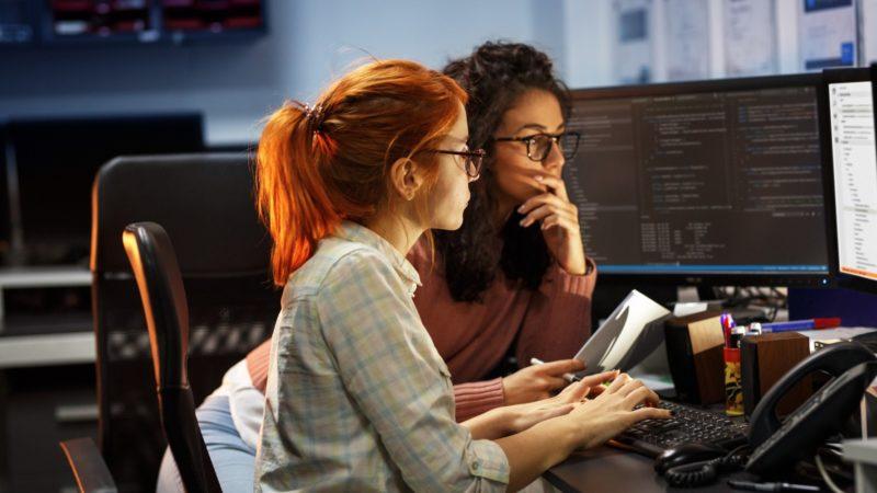نیمی از زنان فعال در حوزه فناوری تا ۳۵ سالگی کارشان را ترک میکنند