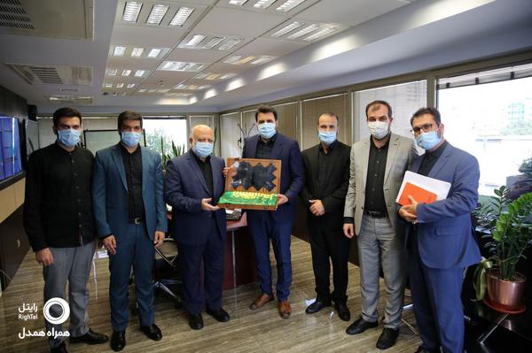 تقدیر نمایندگان آستان قدس رضوی از شرکت رایتل