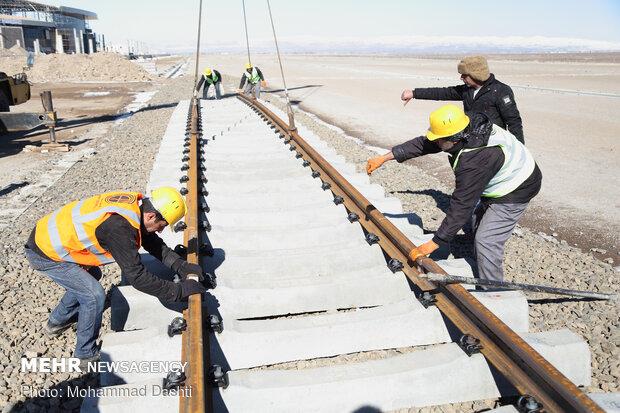 آغاز بازسازی خطوط ریلی راه آهن یزد-کرمان پس از ۳۰ سال
