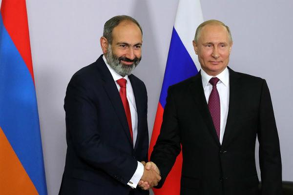 پوتین و پاشینیان درباره توقف اقدامات نظامی در قرهباغ گفتگو کردند