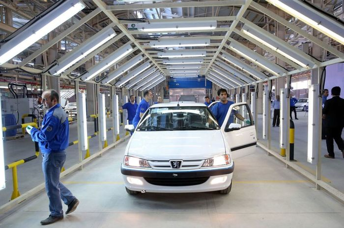 چگونگی وضعیت قیمت خودرو در صورت ورود به بورس بررسی می شود