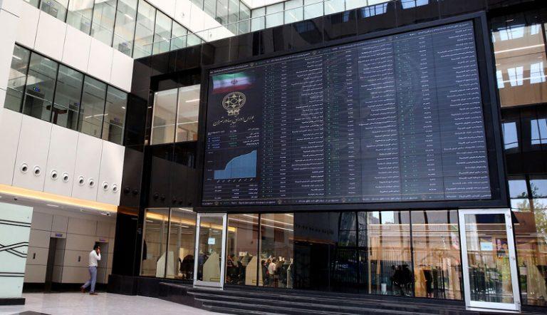 سرمایه گذاری بانکها در بورس نقدینگی کشور را بالا برد