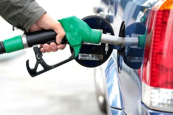 ۶۰ لیتر سهمیه بنزین آبانماه امشب شارژ میشود