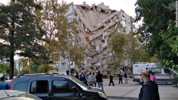 تعداد کشتهها زمینلرزه یونان و ترکیه به ۲۳ نفر رسید/ ۸۰۴ نفر در ترکیه زخمی شدند