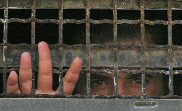 قانون لغو تابعیت اسرائیلی فلسطینیهایی که از تشکیلات خودگردان حقوق میگیرند