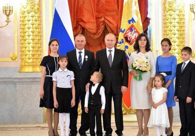 روسیه برای تولد فرزند سوم یک خانه به پدر و مادرها هدیه میهد!