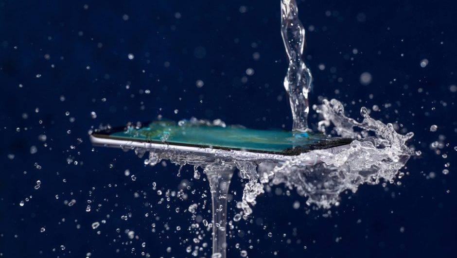 بهترین گوشی ضد آب بازار در رنجهای قیمتی مختلف را بشناسید