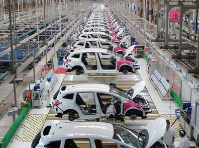 خودروسازان ناچار از فروش فوقالعاده برای تامین نقدینگی هستند
