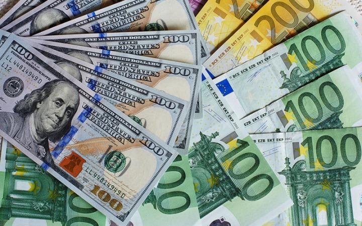افت قیمت دلار و یورو در صرافی ملی/نرخ رسمی ۱۸ ارز کاهش یافت