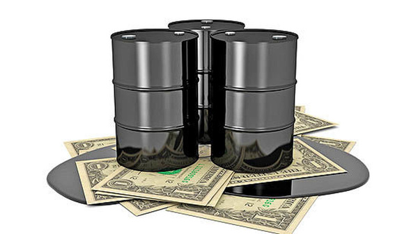 قیمت نفت با افزایش ذخیرهسازی آمریکا کاهش یافت
