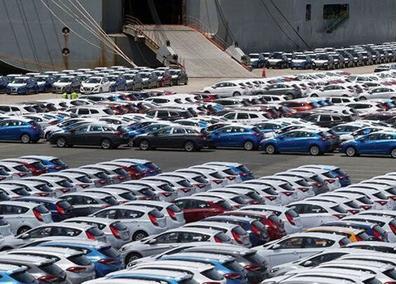 عدم ساز و کار مناسب انتقال ارز برای واردات خودرو موجب افزایش قیمت ارز خواهد شد