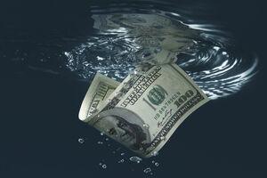 ادامه افت ارزش دلار در سال آینده