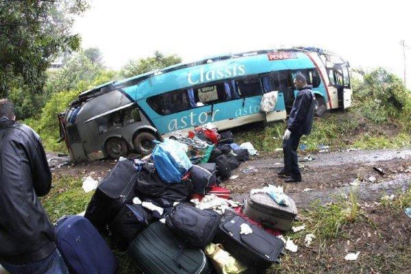سقوط یک دستگاه اتوبوس از روی پل در برزیل/۴۰ تن کشته و زخمی شدند