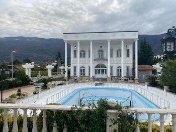 رقابت کاخ ویلاهای شمال با قصرهای بهجا مانده از شاهان پیشین ایران!