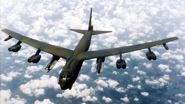 دو بمبافکن بوئینگ بی-۵۲ به سوی خلیج فارس