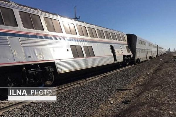 طوفان شن یک بوژی قطار زاهدان - کرمان را از خط خارج کرد