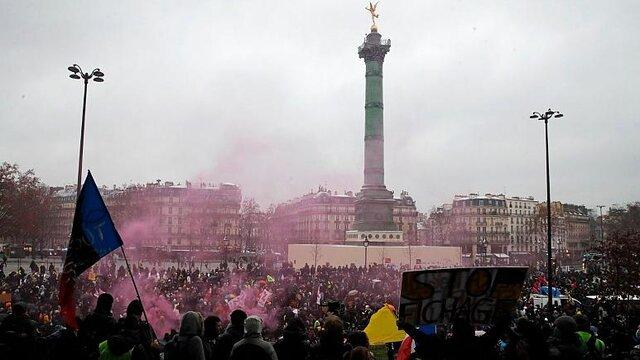 """قانون """"امنیت جامع""""، هزاران فرانسوی را به خیابان کشاند"""