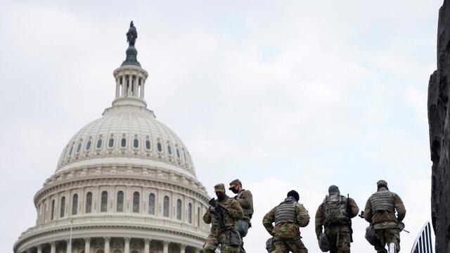 مناقشه بر سر تلاش یک نماینده کنگره آمریکا برای وارد کردن سلاح به مجلس