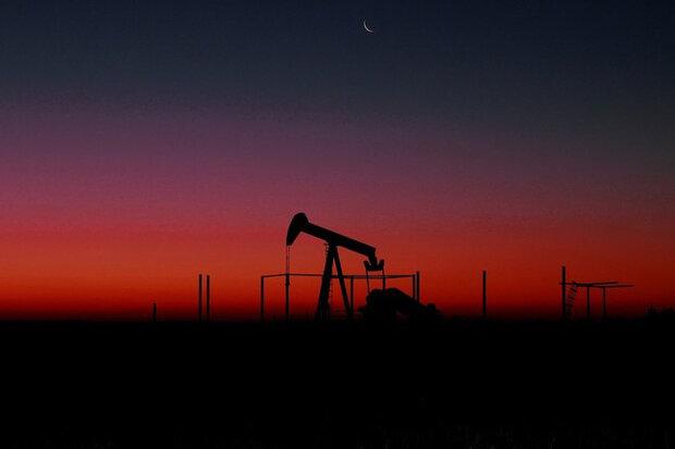 قیمت نفت خام با گسترش محدودیتهای قرنطینهای افت کرد