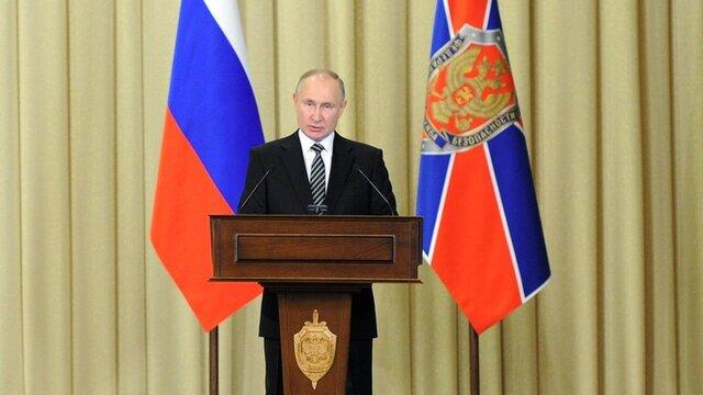 پوتین: جنگ علیه تروریسم حتی در جبهههای دور ادامه دارد/ با سیاست مهار روسیه روبهرو هستیم