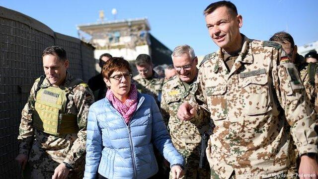 وزیر دفاع آلمان با نیروهای این کشور در افغانستان دیدار کرد